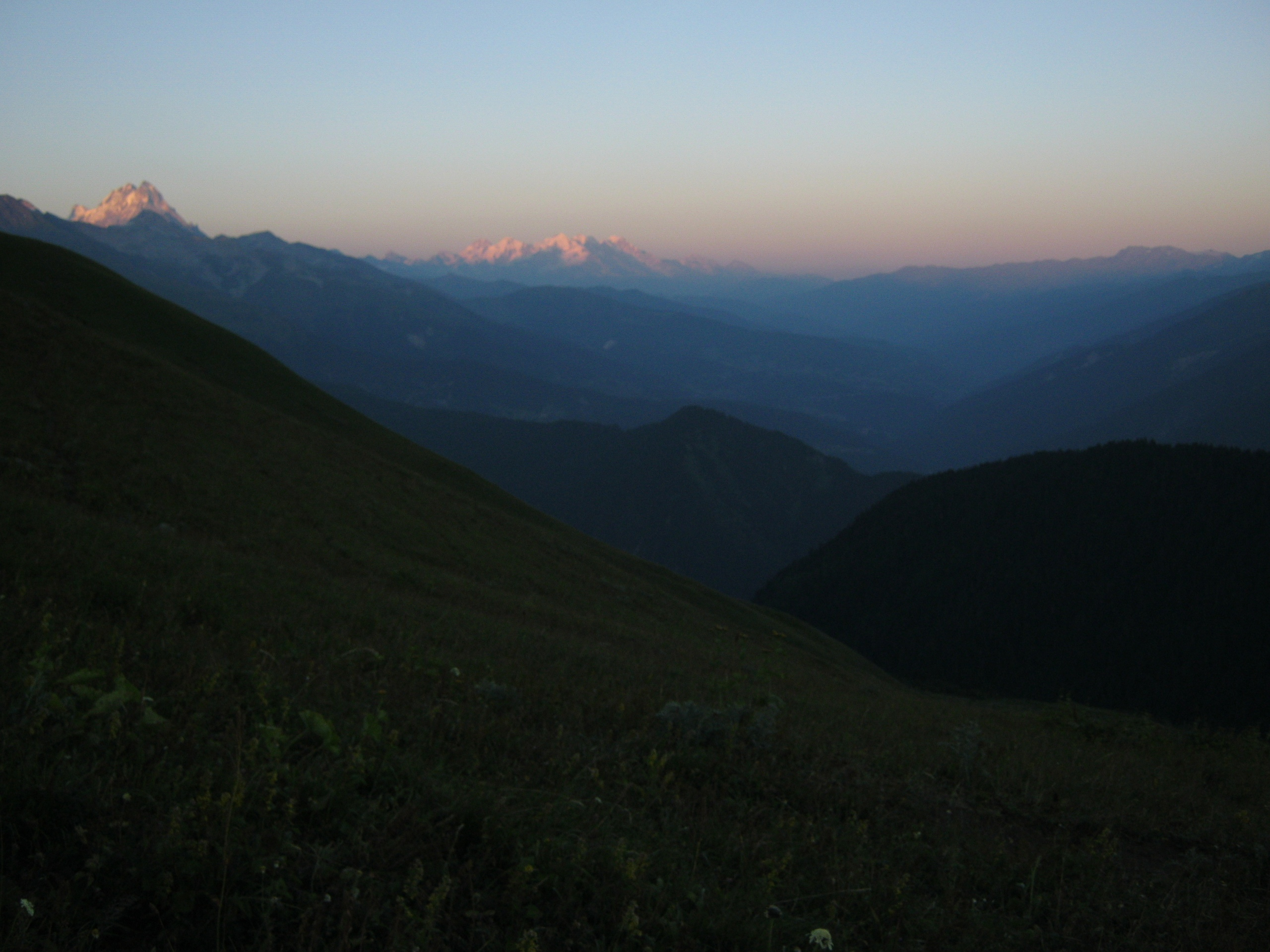 Опасность спуска вниз с красивой горы