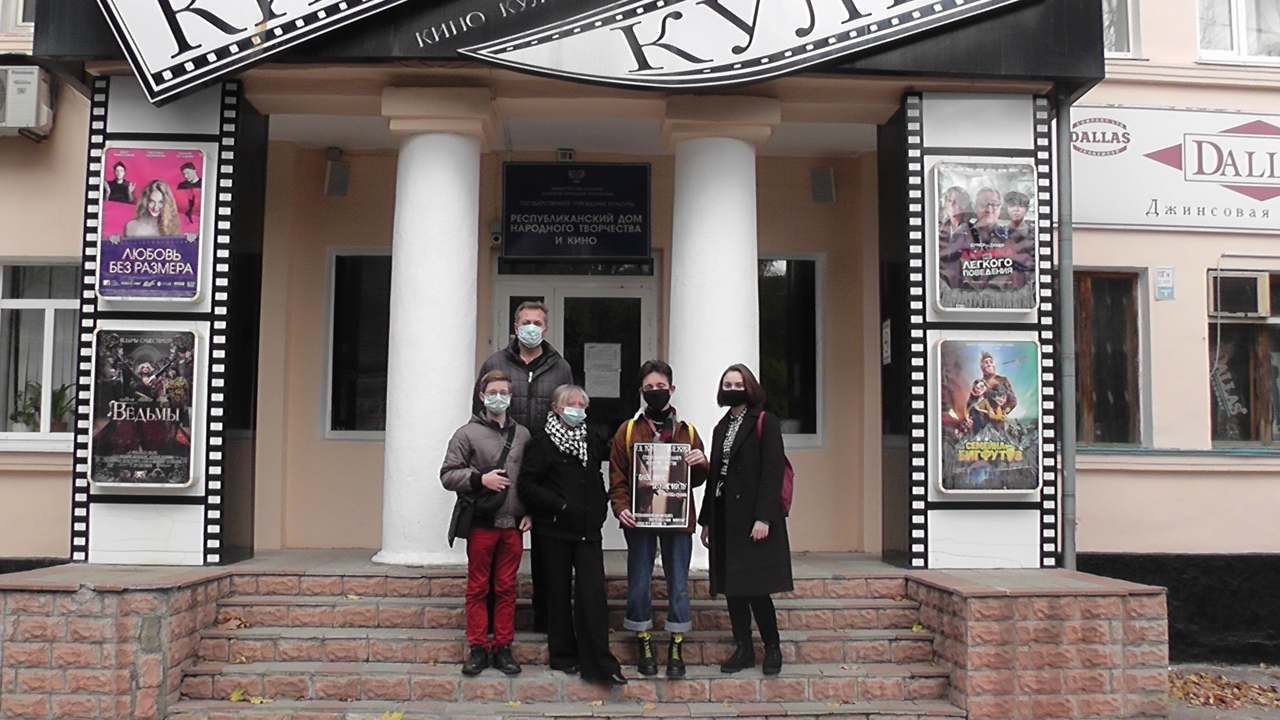 В Донецке открылась выставка работ юных художников