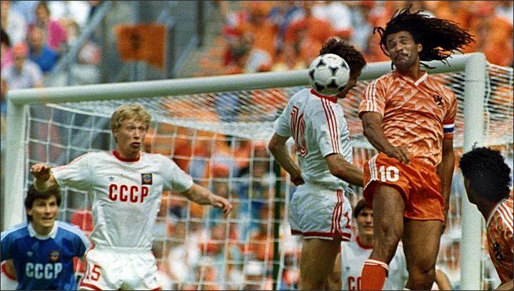В воздухе - две десятки, Рууд Гуллит и Олег Протасов.