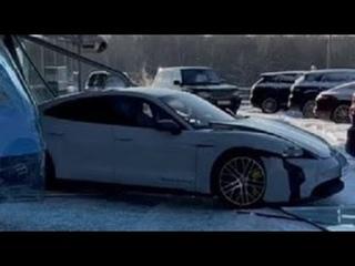Разбил Порш Тайкан в салоне 8 02 2021 Taycan Turbo S Porsche