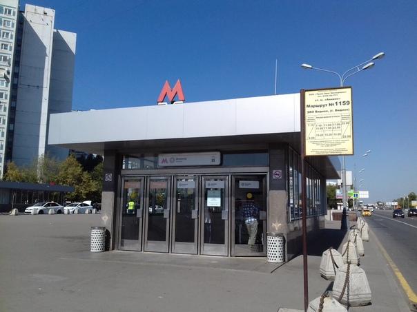 Только что у станции метро Аннино один из таксистов поменял свою жизнь на парковочное место.