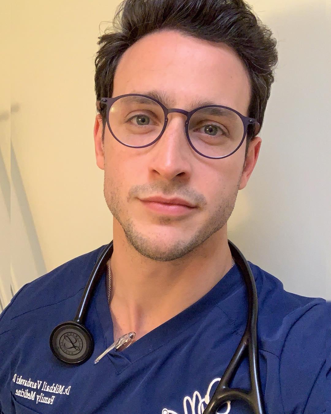 Доктор Майк, который активно занимается спортом, потому что надо следить не только за здоровьем своих пациентов, но и за своим