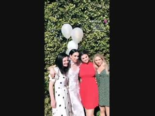 19 de enero selena gomez celebrando la despedida de soltera de courtney en su casa ubicada en studio city, california. (3)