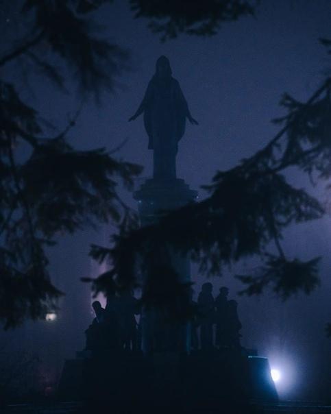 Туманные кадры из Ханты-Мансийска☁️📸Фото: Kirill Merkurev...