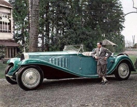 12-литровый двигатель, мощность 300 л/с. Длина автомобиля - почти 6,5 метров. 1932 год. А рядом Jean Bugatti - старший сын Ettore Bugatti. Таких машин было сделано всего 6, а продано
