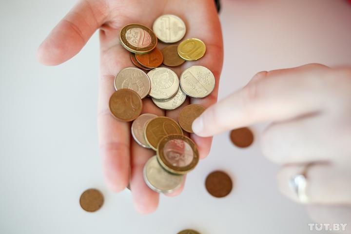 Во всех районах Беларуси упали зарплаты, в некоторых — больше чем на 300 рублей