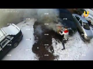 В Стерлитамаке во дворе жилого дома загорелся внедорожник в пятницу 13-ого