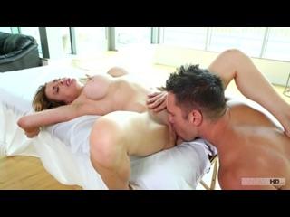 Corrine Blake жестко трахнута в киску массажистом