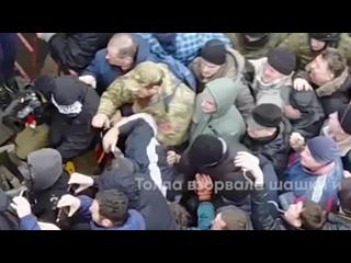 Крепкая крыша Саакашвили: сторонники бывшего грузинского президента отбили его у СБУ