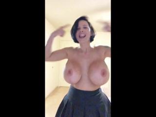Locas nackt Elisabeth  Celebrity Thumbs