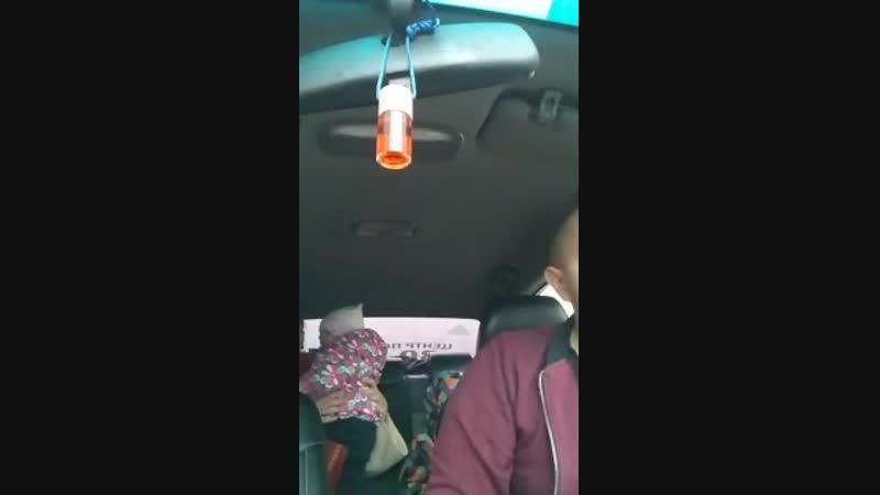 Молодая мамаша наехала на таксиста