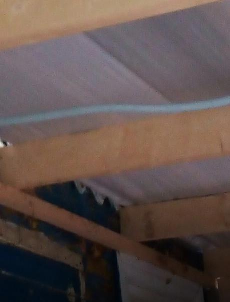 Хозяин машины Вова. Со своей бригадой делали мне крышу и ...