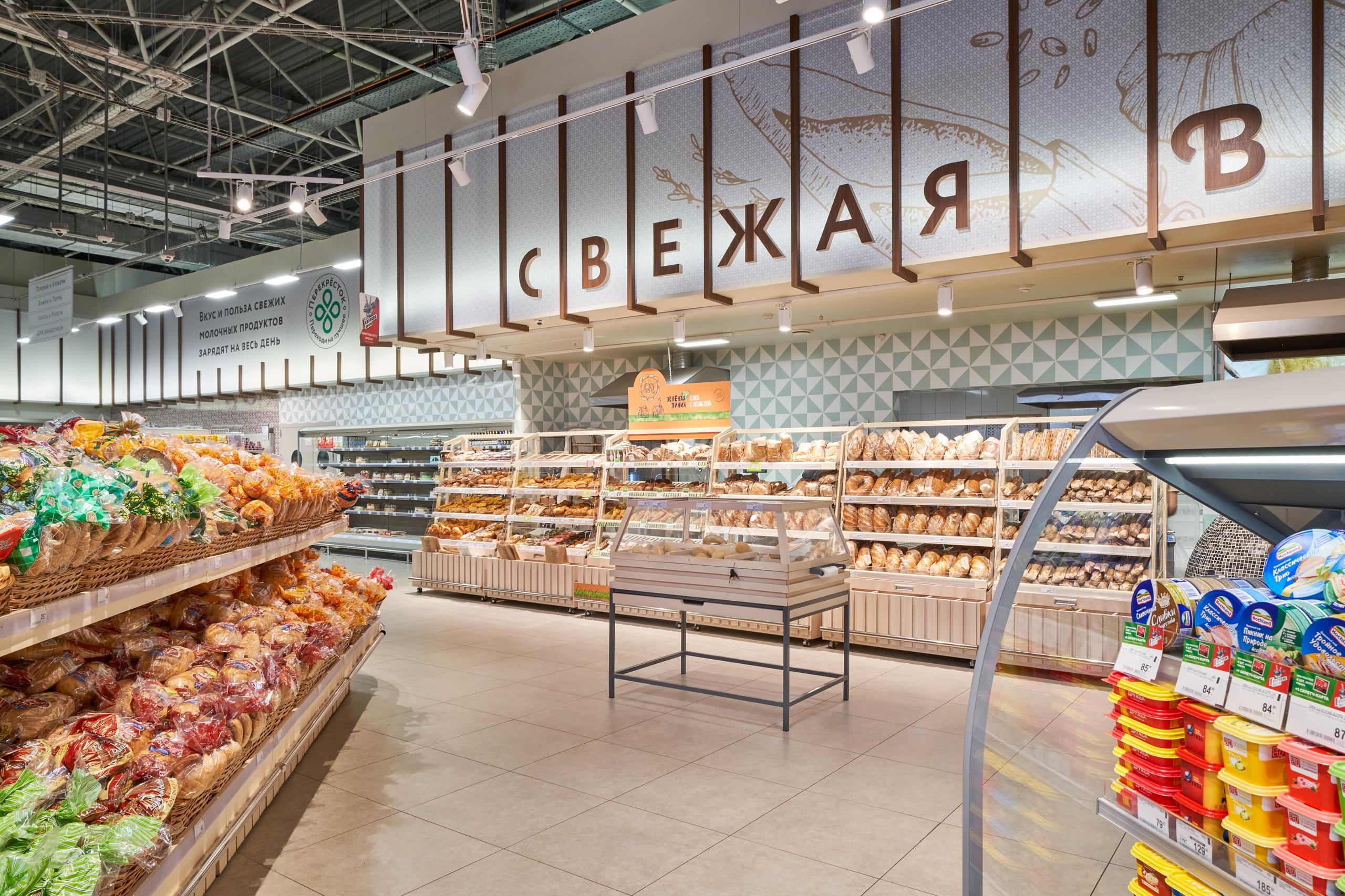 Владислав Курбатов: Каждый день задаёмся вопросом, почему покупатель должен прийти в «Перекрёсток», изображение №7