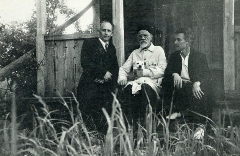 М.Р. Полесских в гостях у художника И.С. Горюшкина-Сорокопудова в его доме в Ивановке в 1953 году.