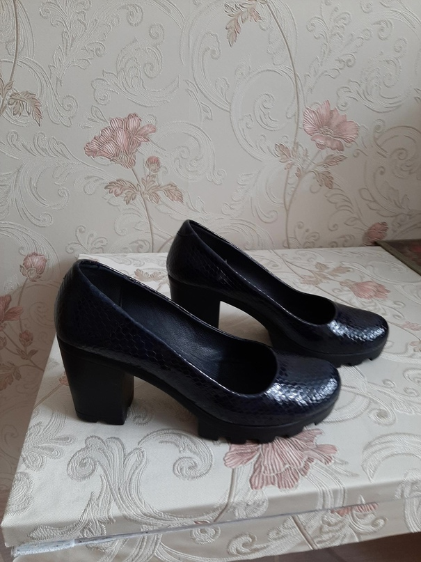 Туфли темно синего цвета, лакированные,   Объявления Орска и Новотроицка №17922