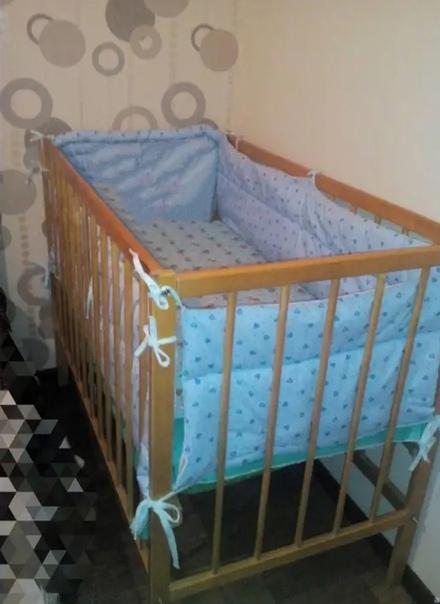 Продам кровать детскую, есть матрас, бортики голуб...