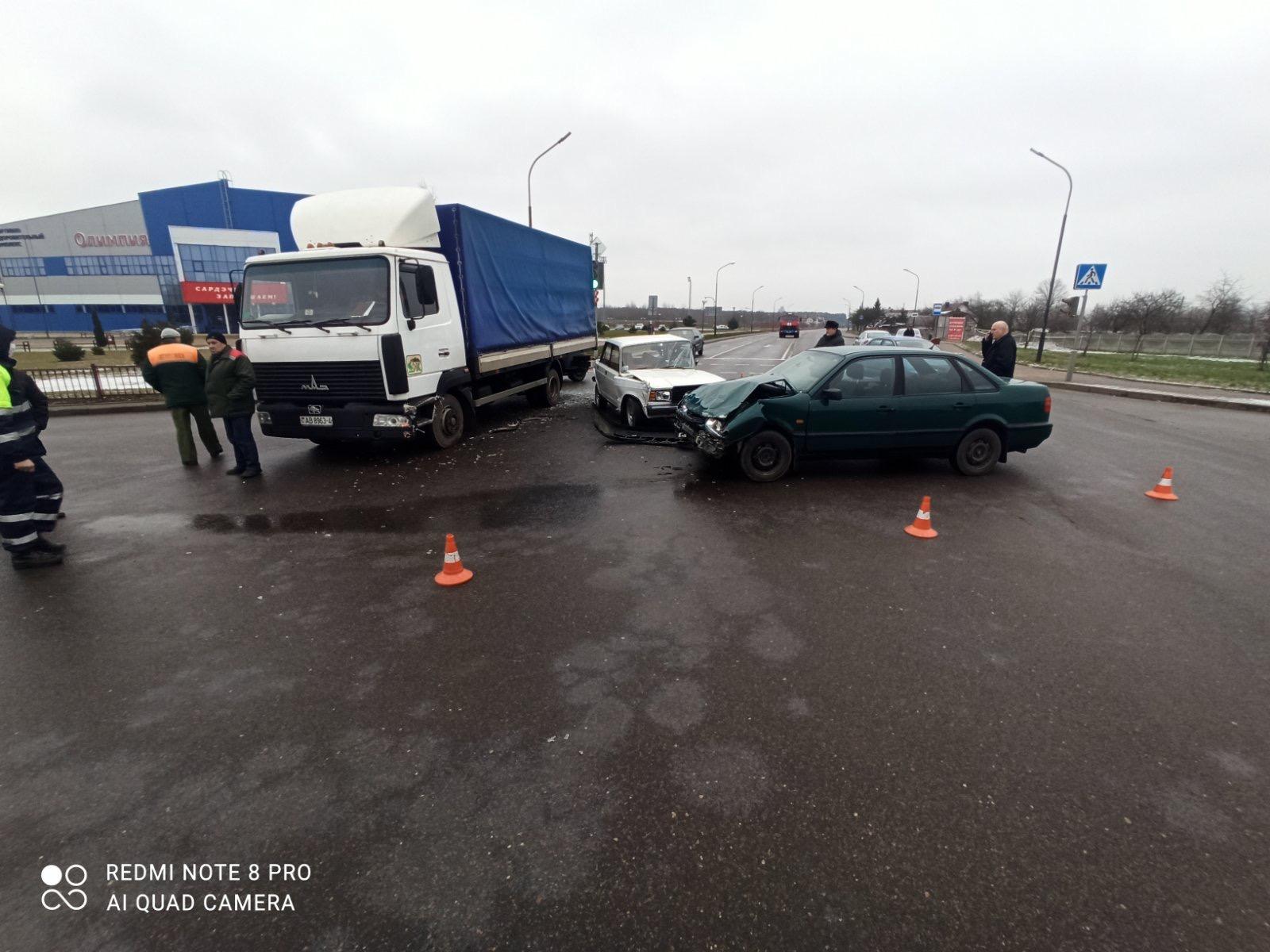 ДТП с участием трех автомобилей произошло вчера днем в Лиде.