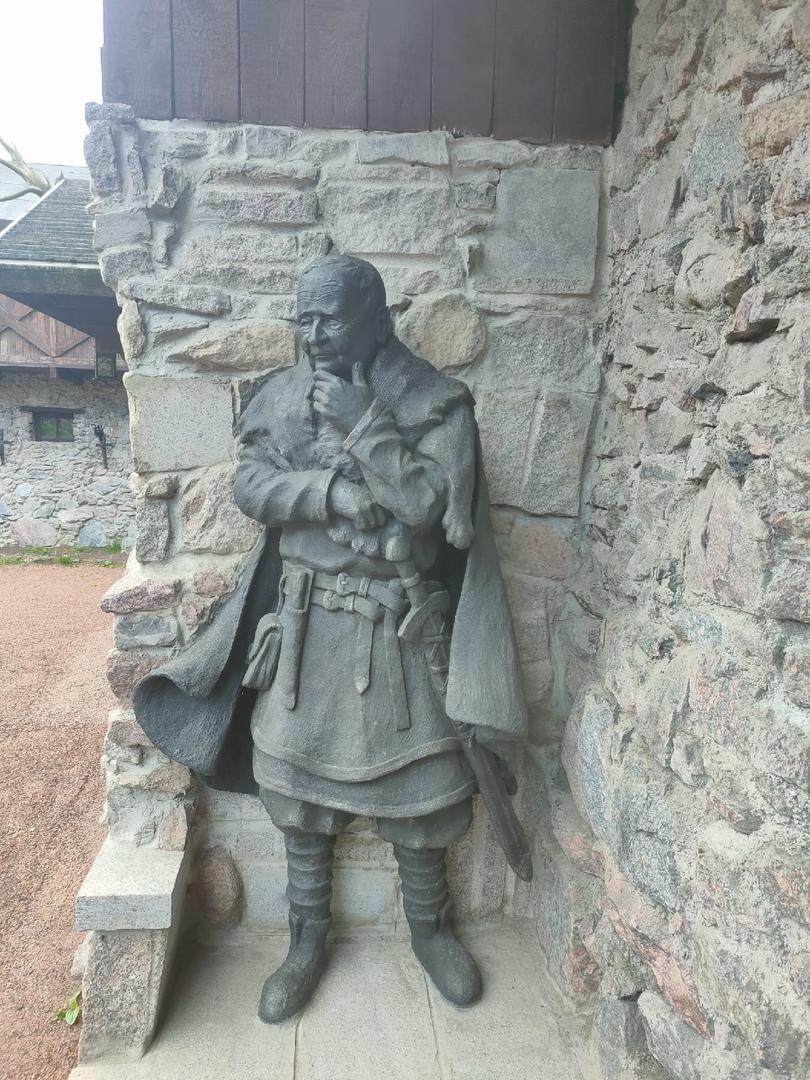 Сваргас памятник