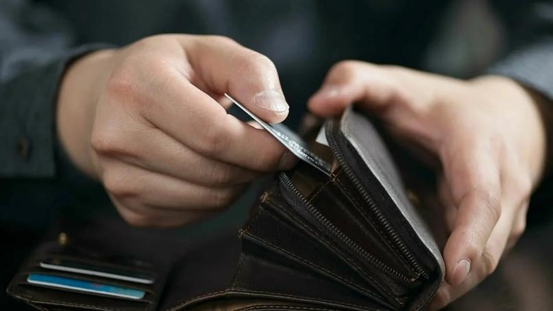 Житель Кобяйского района украл деньги с карты соседки