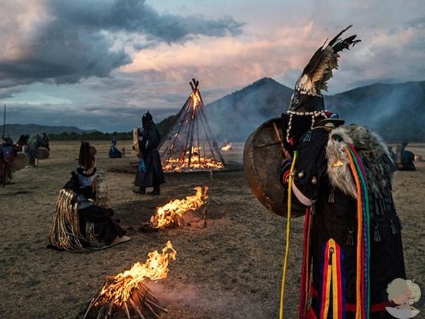 Обращение к древним духам: огненный ритуал в Монголии.
