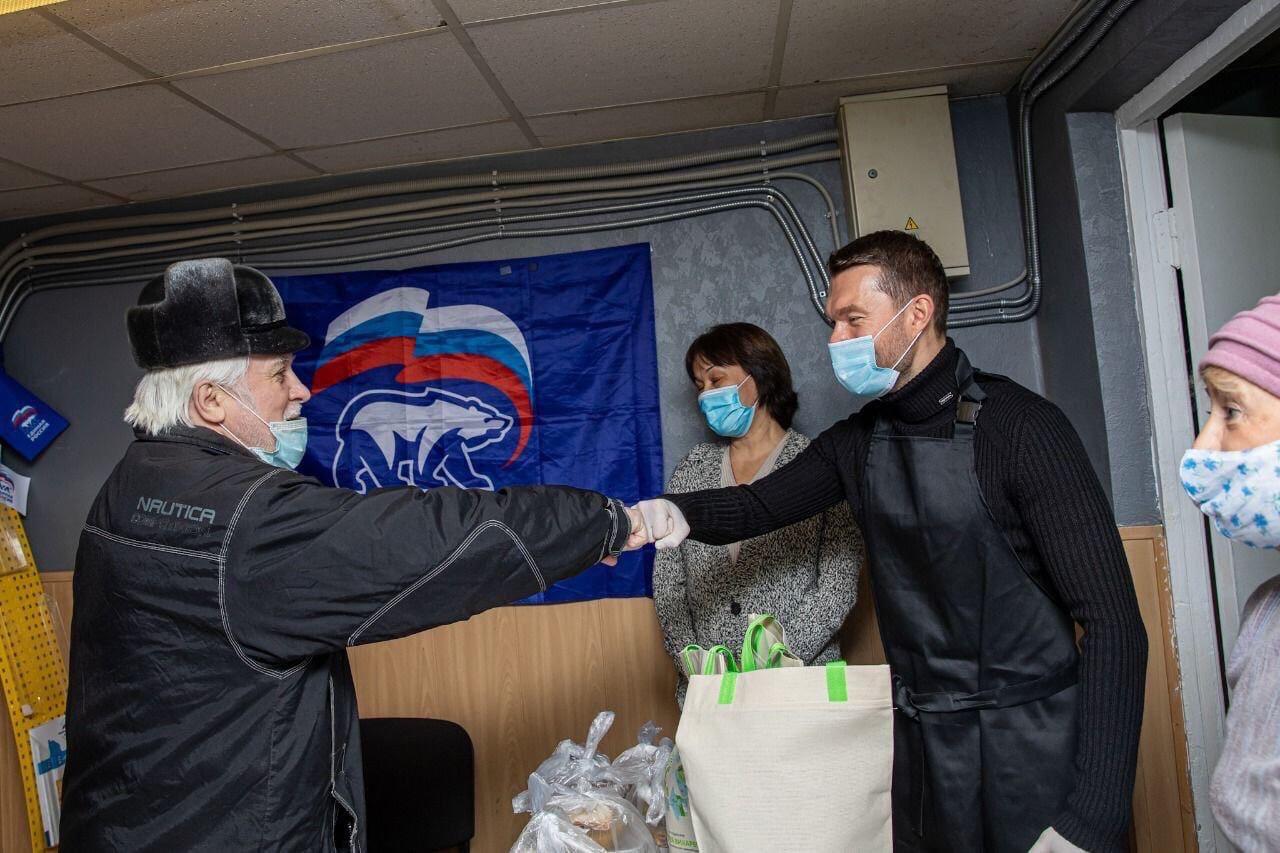 Поработал вчера волонтёром в приёмной «Единой России»