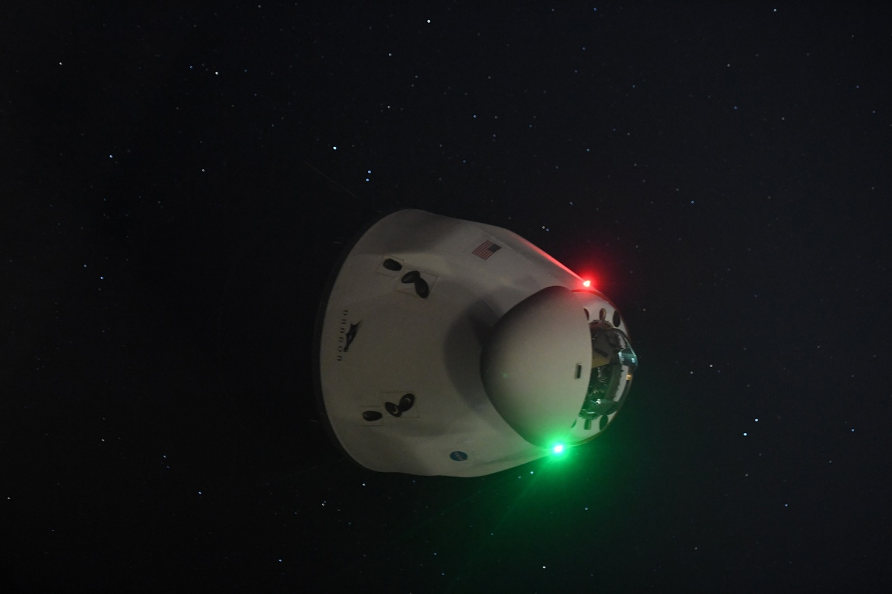 credit: Thomas Pesquet / ESA  Cargo Dragon и звёзды!