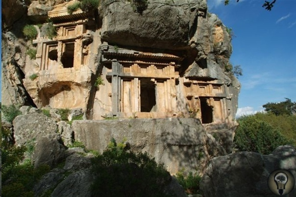 Подземный город неизвестной цивилизации Город Пинара, что в Турции, давно не дает покоя археологам. Этот древний город был тысячи лет назад построен прямо в скале даже точное время строительства