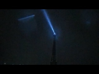 A UFO ship just showed up at the Eiffel Tower