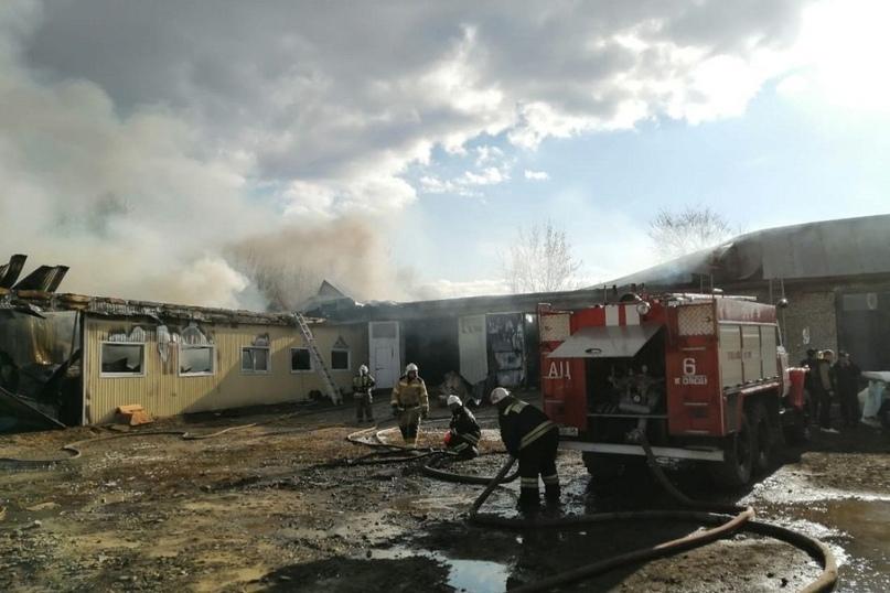 В пензенском МЧС прокомментировали возгорание мебельного цеха в Кузнецке