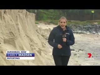 Австралийка едва не погибла, спасая пиво во время шторма