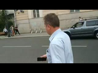 Парень на улице случайно встретил начальника управления информацией ГУВД Москвы Юрия Титова.