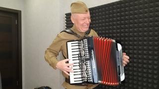 """Зажигательный матросский танец """"Яблочко"""" на аккордеоне."""