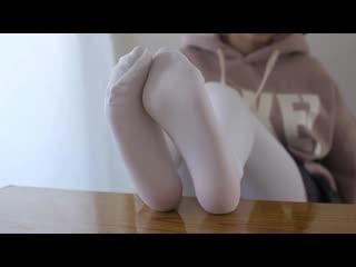 WHITE PANTYHOSE CHINESE FOOT TEASE [fetish asian girl panties orgasm soft porn stockings pantyhose lingerie dildo]