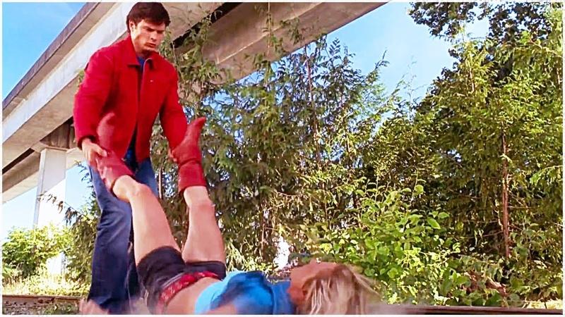 Кларк Кент против Супергёрл Тайны Смолвиля