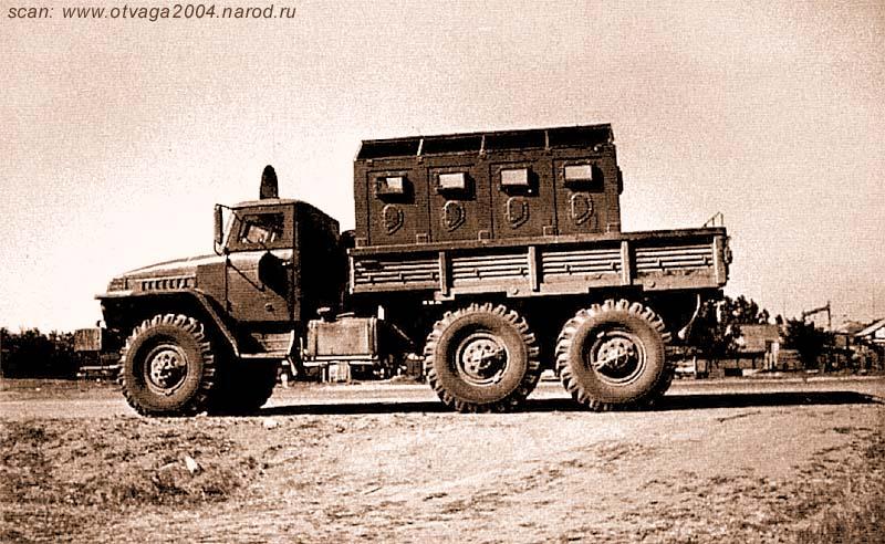 Урал-4320, получивший локальное бронирование кабины и бронированный контейнер в кузове. Чечня, май 2002 года