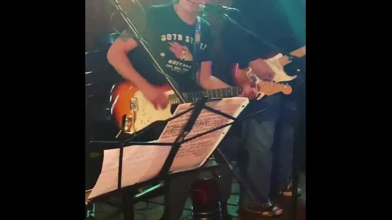 Richie Sambora jams with vinyl here at MJ's Neptune