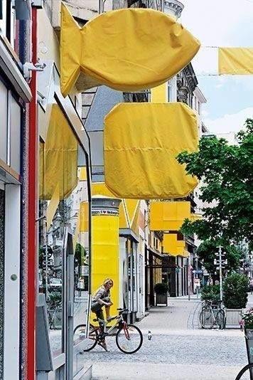 Жителям Вены в 2005 году наглядно показали, сколько визуального мусора в городе.